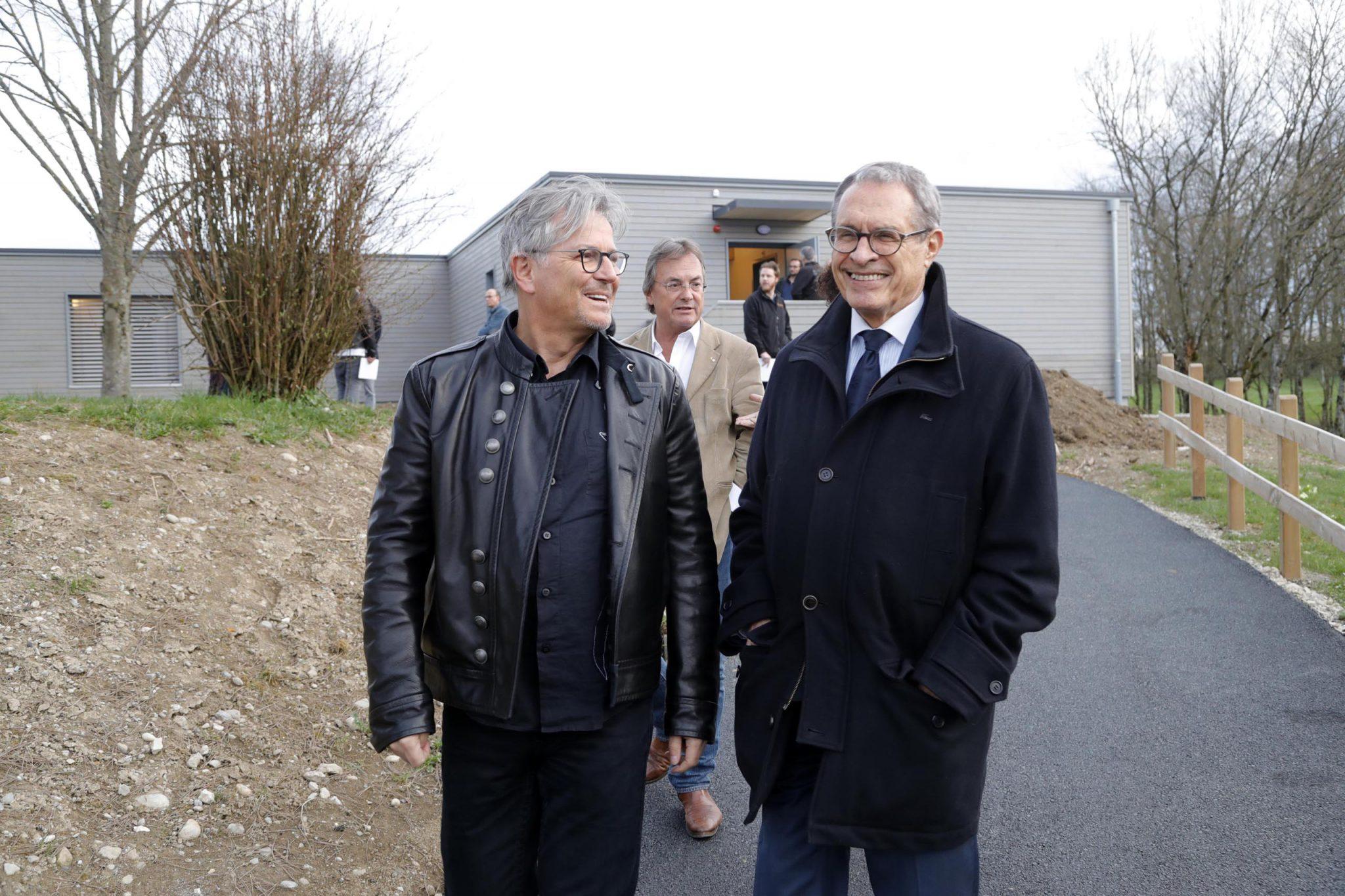 Thomas Büchi, délégué permanent Lignum Genève, et Claude Haegi, président, avec Roger Beer, Chef du secteur forêts et arbres isolés, DETA